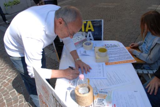 Beppino-Englaro-firma-la-petizione-510x343